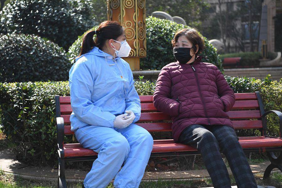 A member of the Communist Party of China (CPC) provides psychological counseling for a resident at a community in Xihu District of Nanchang, east China