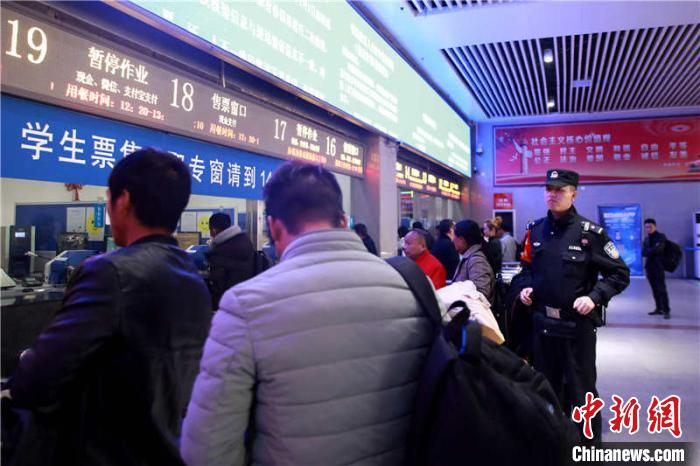 """2020年春运火车票开售 贵铁警方多举措严打""""黄牛"""""""