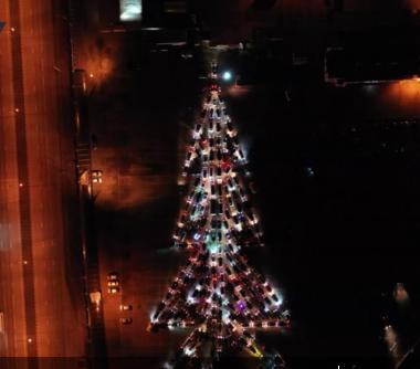 俄羅斯節日快閃:200輛汽車組成
