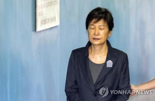韓媒:樸槿惠干政案和受賄案今起重審 或面臨加刑