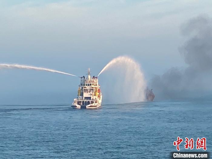 交通运输部:长江口两船碰撞起火事故已发现9具遗体