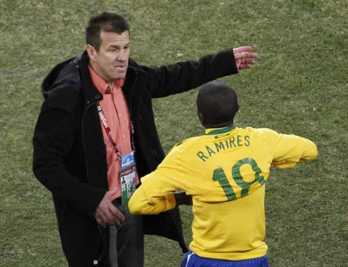 Brazil's Ramires (R) gets instructions from coach Dunga before coming on as a substitute during the 2010 World Cup Group G soccer match against Ivory Coast at Soccer City stadium in Johannesburg June 20, 2010. (Xinhua/Reuters Photo)