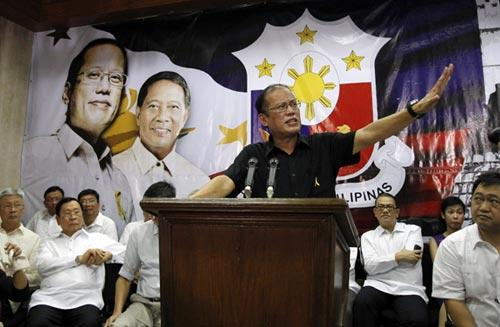 "Philippine President-elect Benigno ""Noynoy"" Aquino III announces the members of his Cabinet during a news conference in Quezon City, Metro Manila June 29, 2010. (Xinhua/Reuters File Photo)"