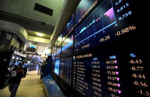 The index is seen on a screen in the New York Stock Exchange in New York, the United States, June 30, 2010. Wall Street fell on Wednesday as mixed data stirred investors' concerns on economic growth outlook.(Xinhua/Shen Hong)