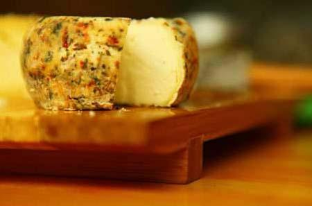 Liu Yang brings artisanal cheese to Beijing. (Photo: Global Times)