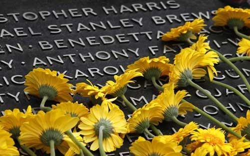 Flowers are seen placed at the London Bombing Memorial, on the fifth anniversary of the attacks, in Hyde Park July 7, 2010. Fifty two people were killed and hundreds were injured when suicide bombers attacked three Underground trains and a bus on July 7, 2005.(Xinhua/Reuters Photo)