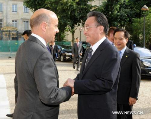 Wu Bangguo (R Front), chairman of the Standing Committee of China's National People's Congress, the country's top legislature, meets with Mayor of Bordeaux Alain Juppe in Bordeaux, France, on July 11, 2010.(Xinhua/Zhang Duo)