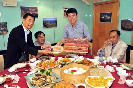 The Hong Kong government and local restaurants on Friday launched a variety of gourmet dishes inspired by geological concepts such as volcanicity and superposition, to promote the city's geological treasure.