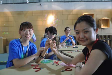 Visitorscanexperiencedo-it-yourselfactivitiesinsidethepark.[Photo:CRI]