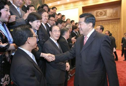 Jia Qinglin (R), chairman of the National Committee of the Chinese People's Political Consultative Conference, meets with members of the visiting delegation of the Chinese Manufacturers' Association of Hong Kong at the Great Hall of the People in Beijing, capital of China, July 20, 2010.(Xinhua/Ma Zhancheng)