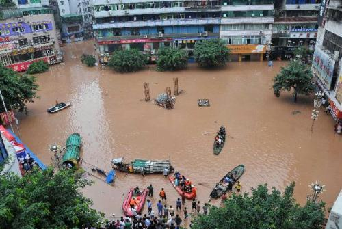 Submerged streets are seen at Qu County in Dazhou City, southwest China's Sichuan Province, July 18, 2010. A torrential flood swept the county on Sunday. The flood peak level was 4.66 meters higher than the safe line. (Xinhua/Wu Tao)