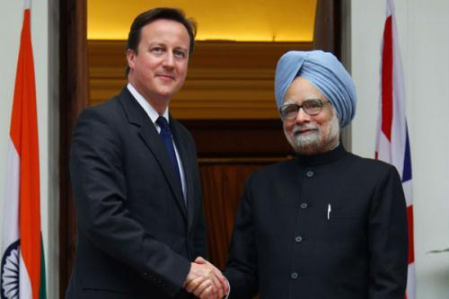 British Prime Minister David Cameron (L) shakes hands with his Indian counterpart Manmohan Singh before their meeting in New Delhi July 29, 2010. (Xinhua/Reuters Photo)