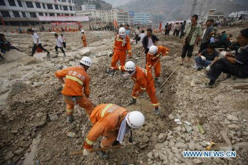 Rescuers work in Zhouqu County, Gannan Tibetan Autonomous Prefecture in northwest China's Gansu Province, Aug. 11, 2010. The death toll in the massive mudslide in Zhouqu has risen to 1,117, with 627 still missing, local authorities said Wednesday. (Xinhua/Cai Guozhong)