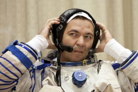International Space Station (ISS) crew member Russian cosmonaut Oleg Skripochka carries out a pre-flight drill at the training centre in Star City outside Moscow August 17, 2010. Skripochka is due to travel by Soyuz space craft to the International Space Station in October.(Xinhua/Reuters Photo)