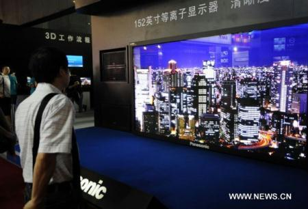 A man looks at a 152-inch plasma monitor at the 19th Beijing International Radio, TV and Film Equipment Exhibition (BIRTV2010) in Beijing, capital of China, Aug. 24, 2010. The BIRTV2010 exhibition opened on Monday with the participation of more than 300 world famous manufacturers. (Xinhua/Zhang Lei)