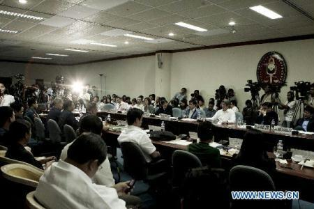 Senators (Right side) question police officials (Left Side) in an ongoing Senate hearing over the rescue operation of a hostage-taking incident Monday at Quirino Grandstand, Manila, the Philippines, Aug. 26, 2010. (Xinhua/Jon Fabrigar)
