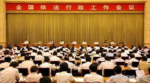 ChinesePremierWenJiabaodeliversanimportantspeechduringanationalmeetingonlawfuladministrationinBeijing,capitalofChina,Aug.27,2010.(Xinhua/YaoDawei)