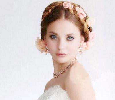 编辑点评:在夏日成为新娘的你也不妨将清爽的编发融入新娘发型图片