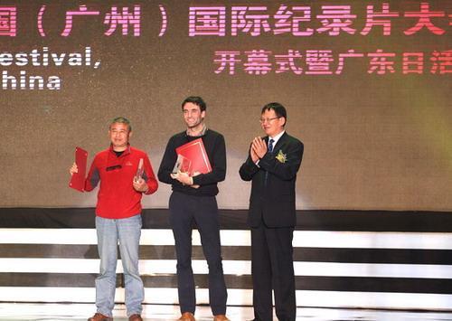 左:《劫后》导演舒崇福,右:《金秋》导演