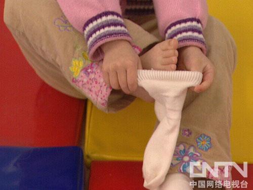 儿童穿裤袜图片
