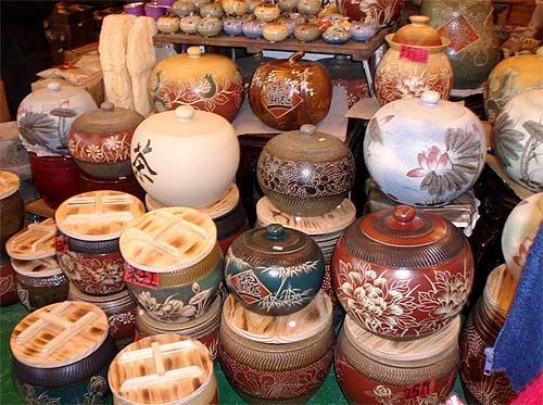 类:艺术陶瓷,建筑瓷,卫生瓷,日用瓷与工业用陶瓷等,莺歌陶瓷老街陶瓷