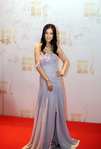 黄圣依演绎长款礼服裙