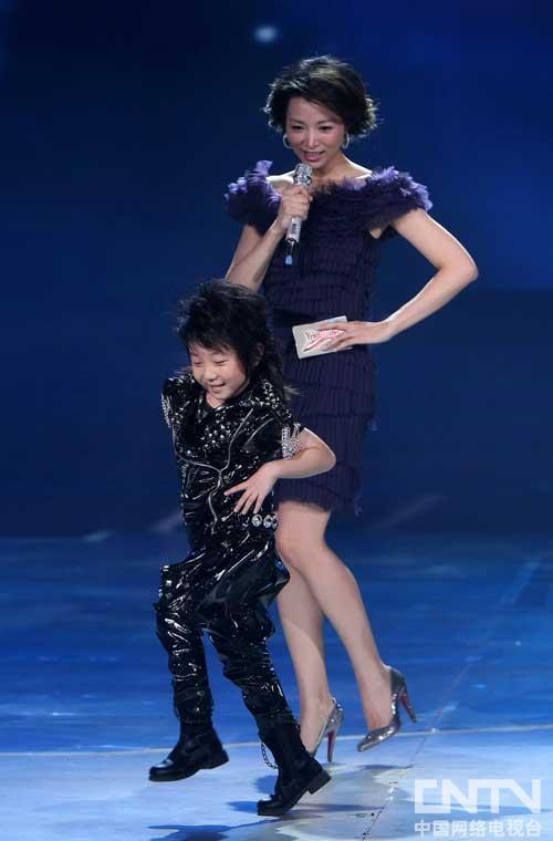 今年春晚中可爱的大来宾小宝也来到了欢乐中国行魅力运城的现场.