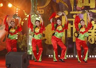 """景县民间舞蹈""""疯秧歌""""的演出,把晚会推上了演出的高潮"""