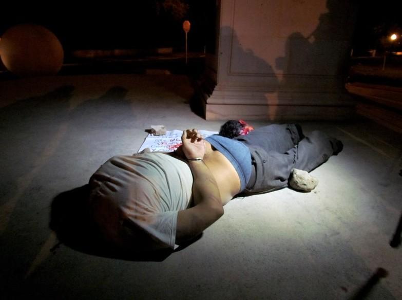 墨西哥一边境城镇23人被 尸体被悬挂在桥上