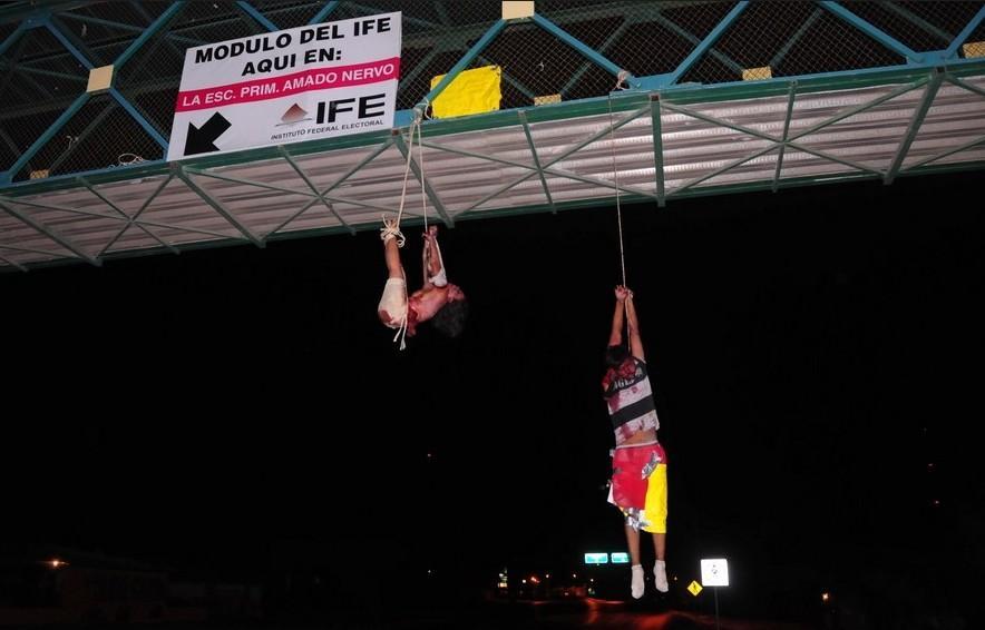 哥一边境城镇23人被 尸体被悬挂在桥上图