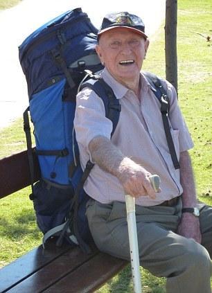 """95岁的莱特迷上了自助旅行,堪称""""全球年龄最大""""的背包客。"""