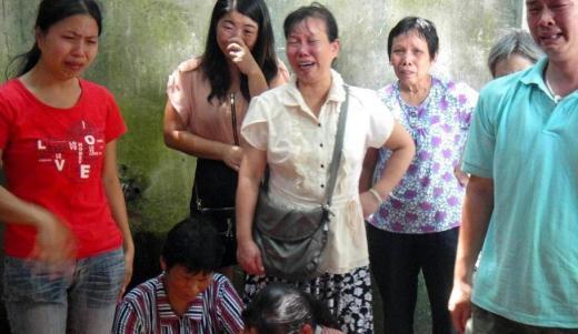广州怀胎八个月孕妇跳楼自杀 广州 孕妇跳楼一尸两命 家属高清图片