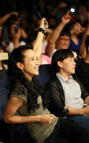 莫文蔚在观众席欣赏歌迷串烧演唱