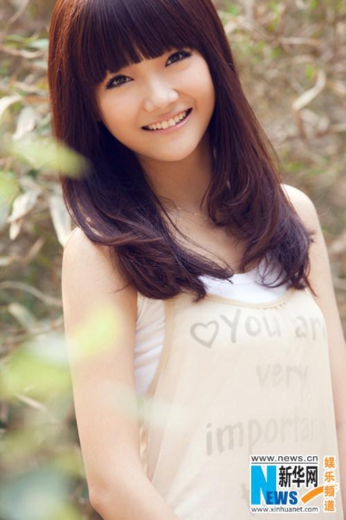甜美萝莉曹苑清新少女写真 尽显清纯无邪微笑