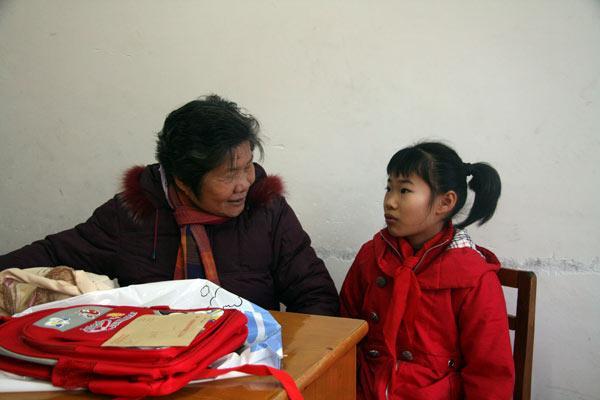 林玉清和留守儿童结对子