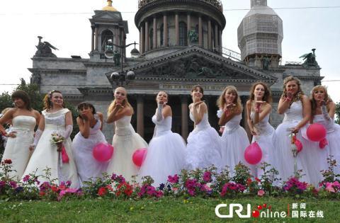 俄罗斯上演落跑新娘