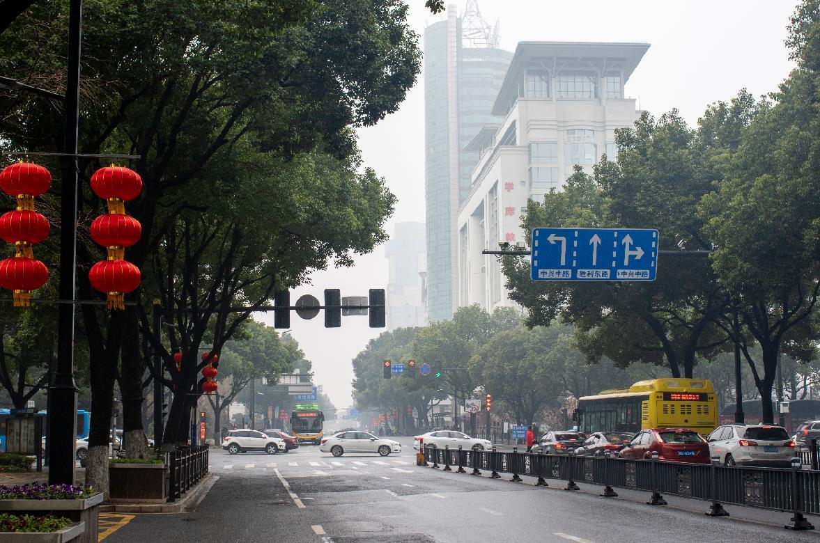 春节假期第三天全国主要道路交通安全顺畅