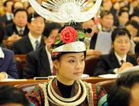 Delegates from ethnic minority groups listen to Premier´s govt work report