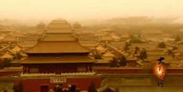20世纪七十年代,几乎占据了中国半壁江山的三北地区经受着荒漠化的侵扰,专家们指出荒漠化危害将在十年内夺去几十万公顷的?#32487;�P?#27700;土流失将每年给国家造成数十亿元的损失,沙漠化正在危及一亿人的生存。