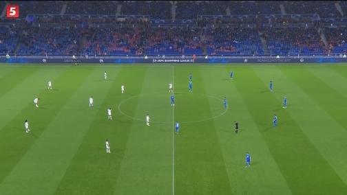 [歐冠]小組賽F組第4輪:里昂2-2霍芬海姆