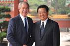 2008<br>Le président Hu Jintao reÇoit son homologue américain George W. Bush