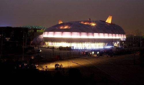 上海世博会日本馆正式亮灯