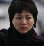 刘薇的同事前来悼念