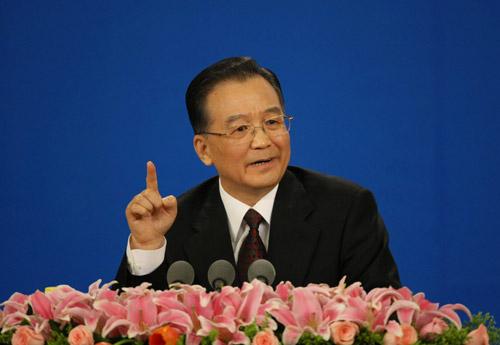 رئيس مجلس الدولة الصيني ون جيا باو يجيب على أسئلة من الصحفيين الصينيين والأجانب