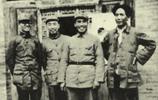<center><font color=D8792F>长征途中的毛泽东、周恩来、朱德</font></center>