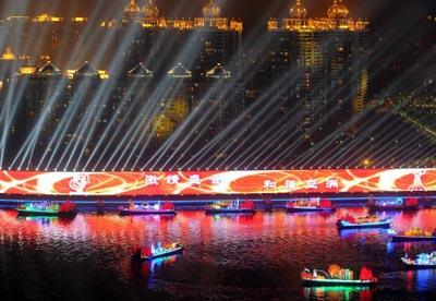 Cérémonie de fermeture des Jeux Asiatiques de Guangzhou<a href=http://yayun.cntv.cn/20101127/108257.shtml><font color=royalblue><b>[Vidéo 1]</b></font></a> <a href=http://yayun.cntv.cn/20101127/108281.shtml><font color=royalblue><b>[Vidéo 2]</b></font></a>