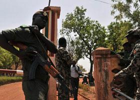 Le 22 mars 2012, et à un mois des élections présidentielles, le président malien Amadou Toumani Toure est évincé suite à un coup d'Etat...