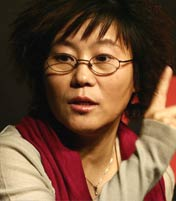 <b>李少红 评委会主席</b><br>中国电影第五代的女导演代表,其作品囊括了华表奖、金鸡奖、柏林电影节、瑞士电影节等多个国内外知名电影奖项。
