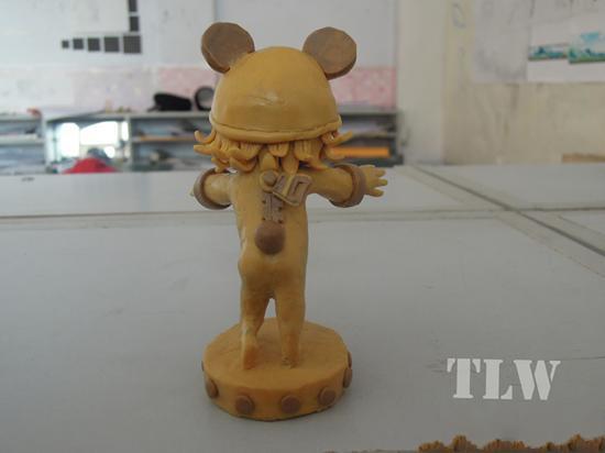 玩家自制《英雄联盟》泥塑 小熊还穿粉色小内内