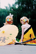 镜音双子COS 姐弟俩也出去春游一趟